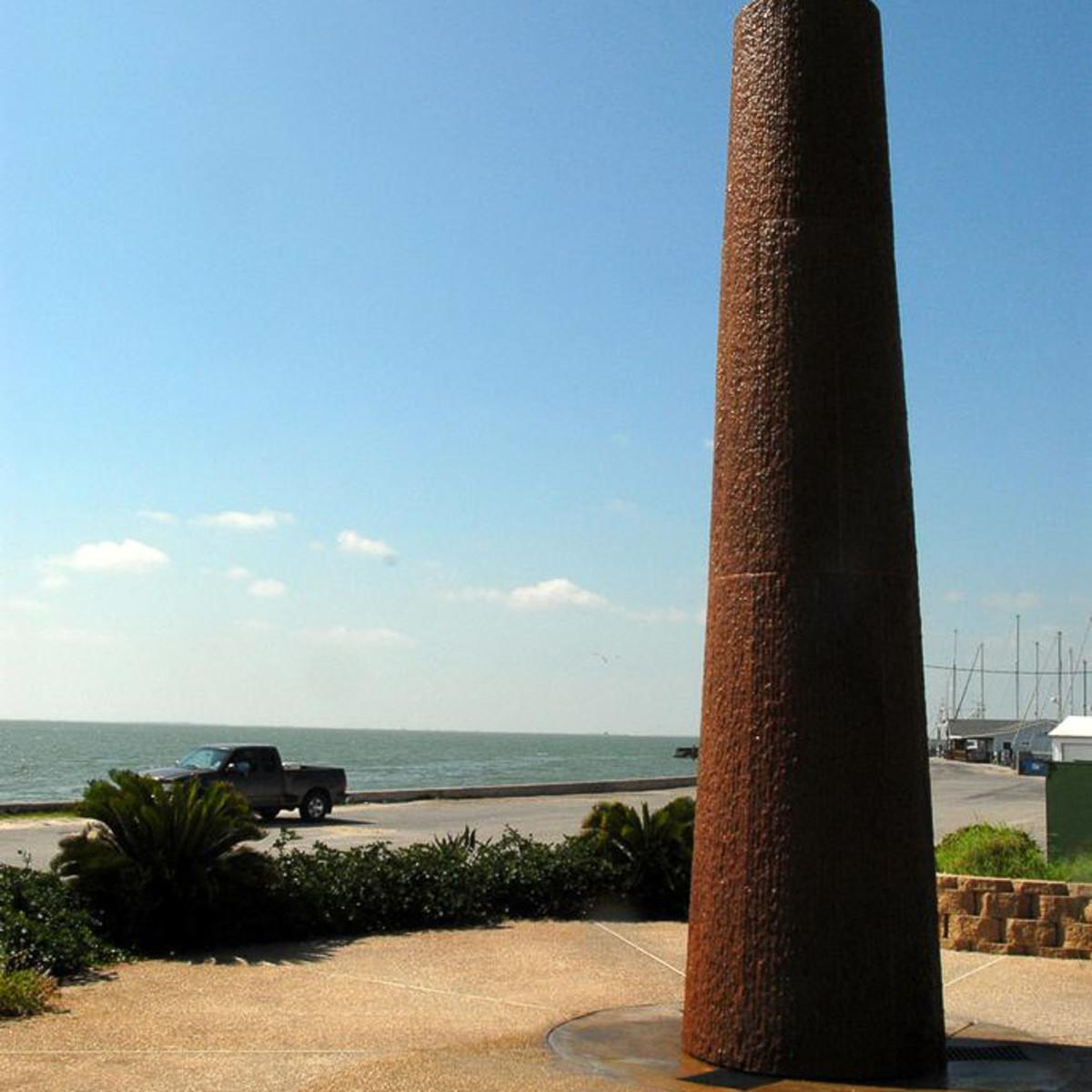 News_Steven Thomson_Gulf art_Rockport Center for the Arts_Jesus Bautista Moroles_sculpture