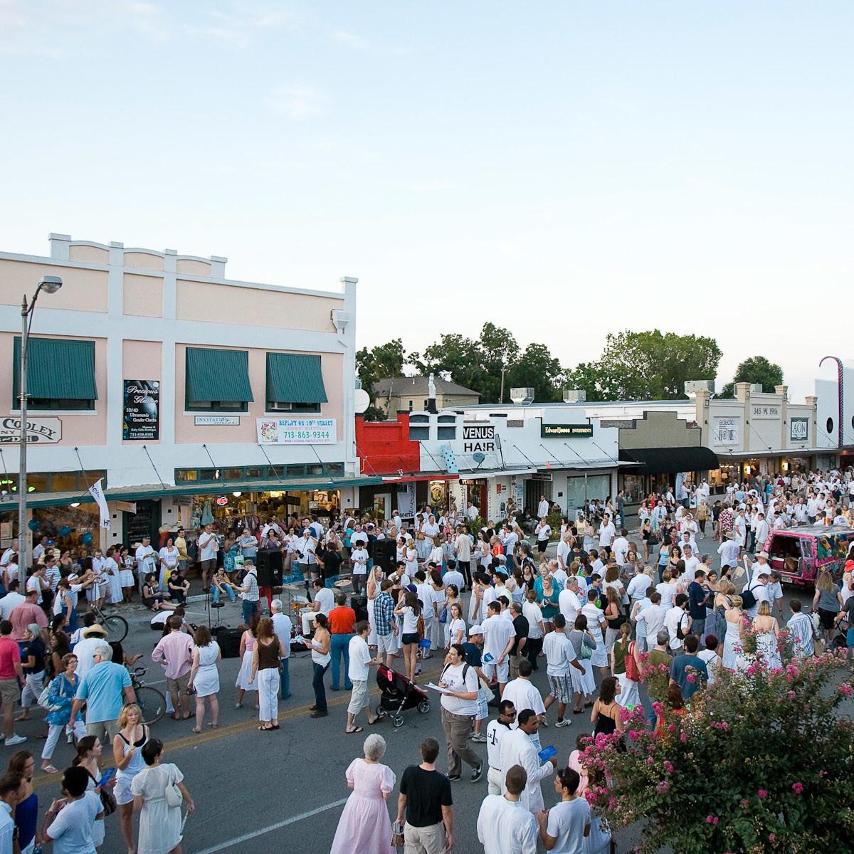 News_White Linen Night_crowd