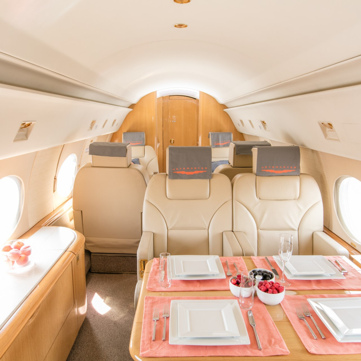 JetSmarter luxury private jet service