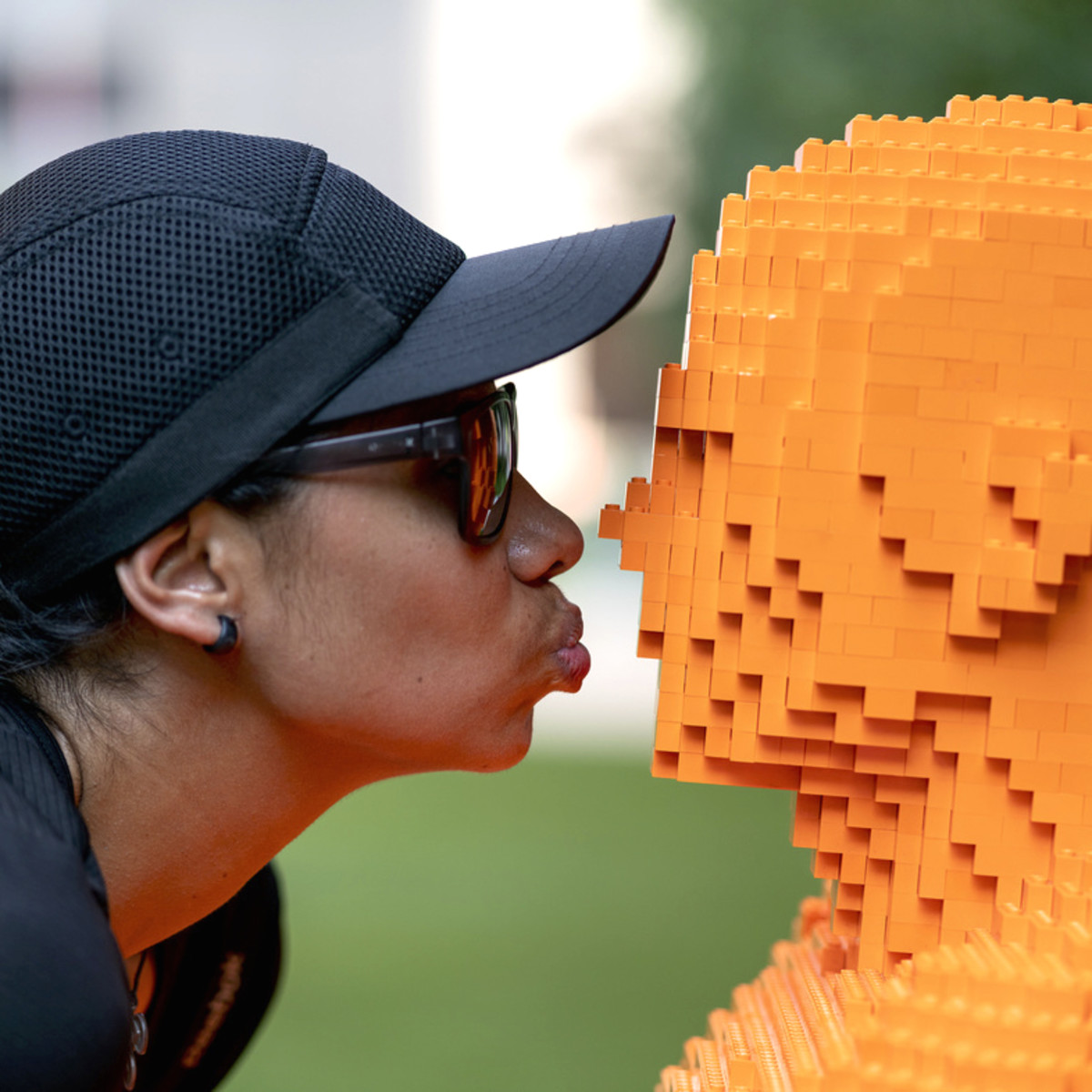 Park People LEGO woman kissing
