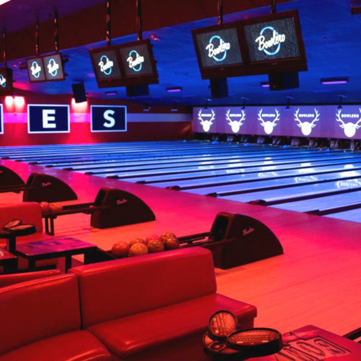 Giant New Age Bowling Alley Is Set To Open In Houstons Shadow