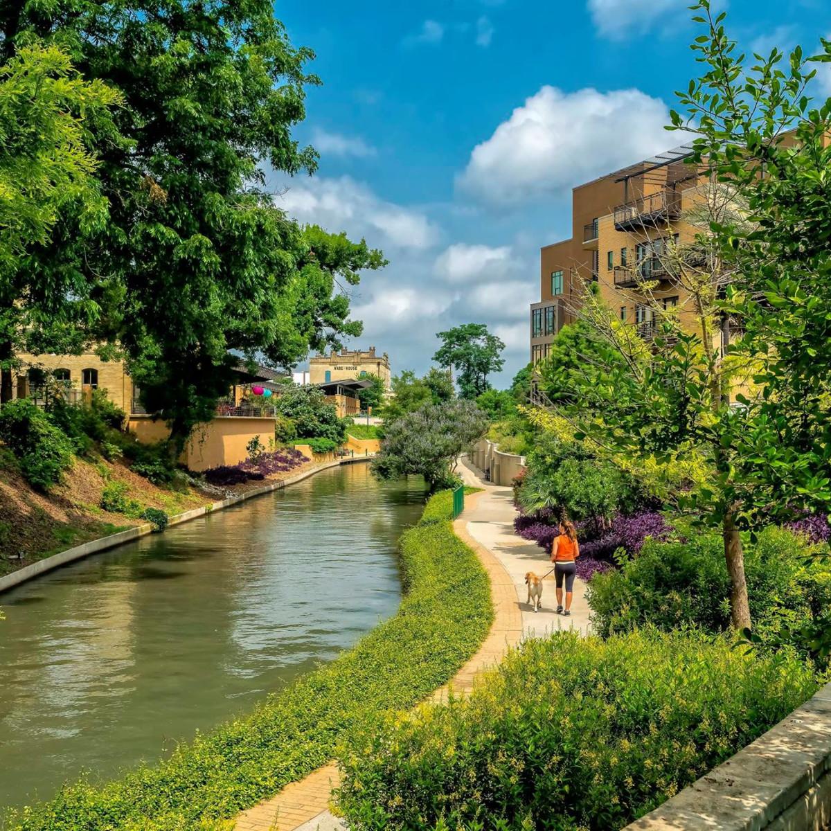 San antonio river walk tourist