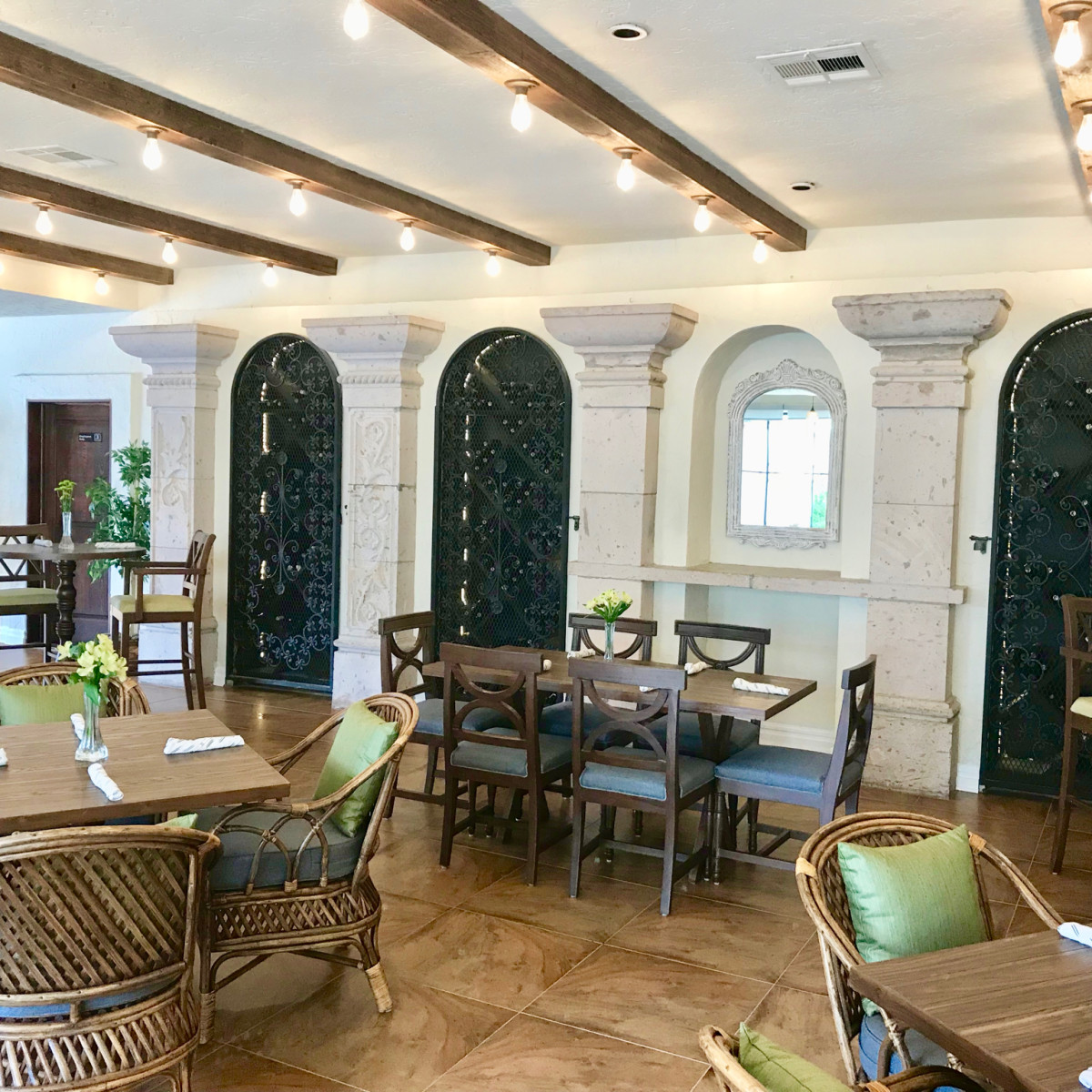 2840 Dukessa dining room