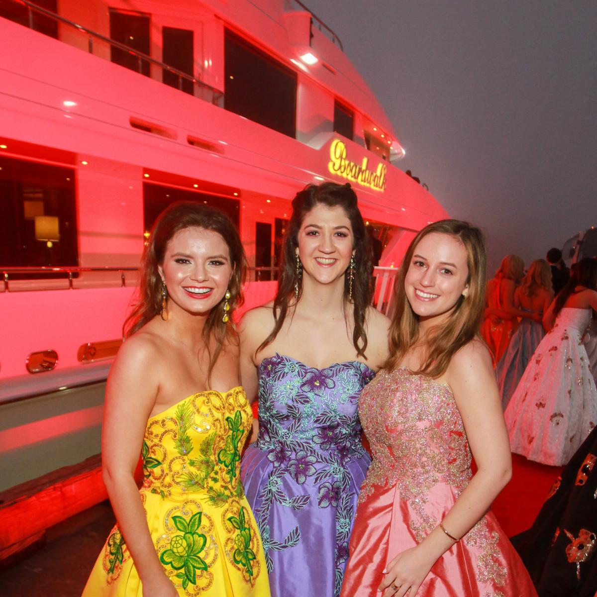 Mardi Gras San Luis 2019 Usher Duchesses Danielle Perugini, Kathryn Criaco, Kaki Duenner