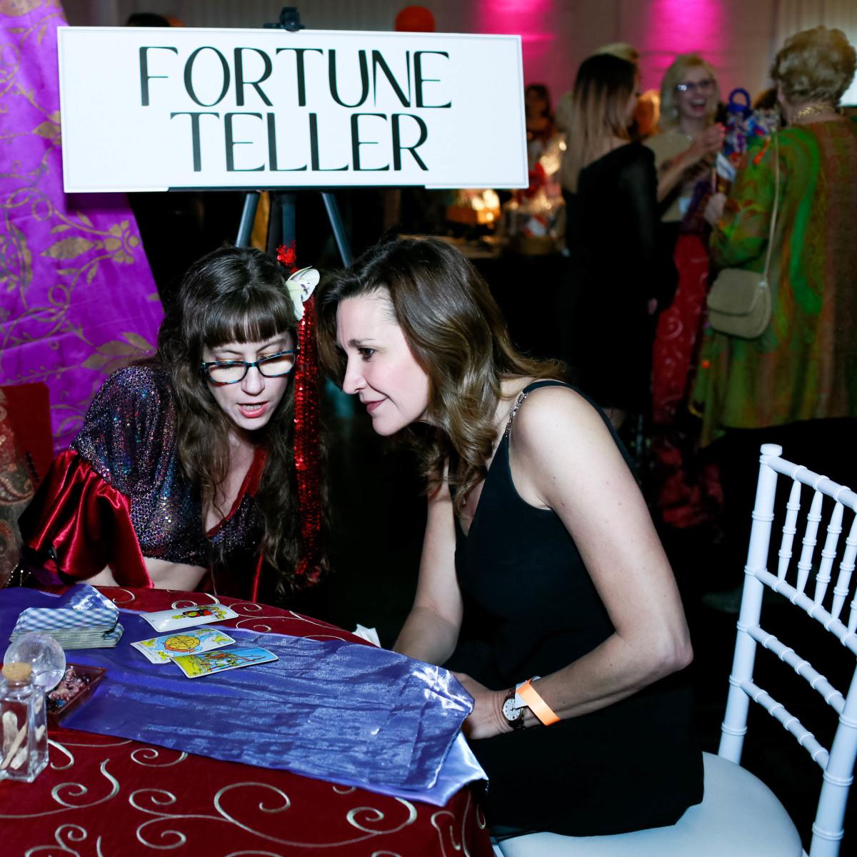 Tarot Fortune Teller Violette and Heather Davis