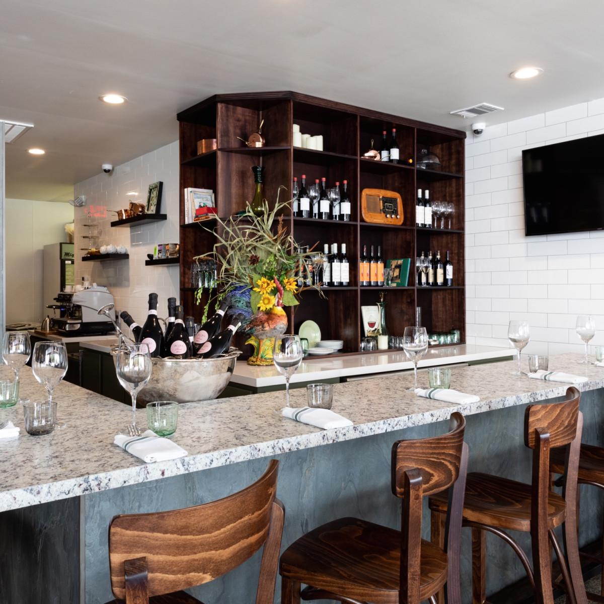 Mina Ristorante interior bar
