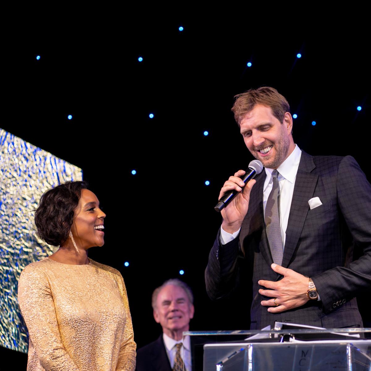 Jessica and Dirk Nowitzki accept award.