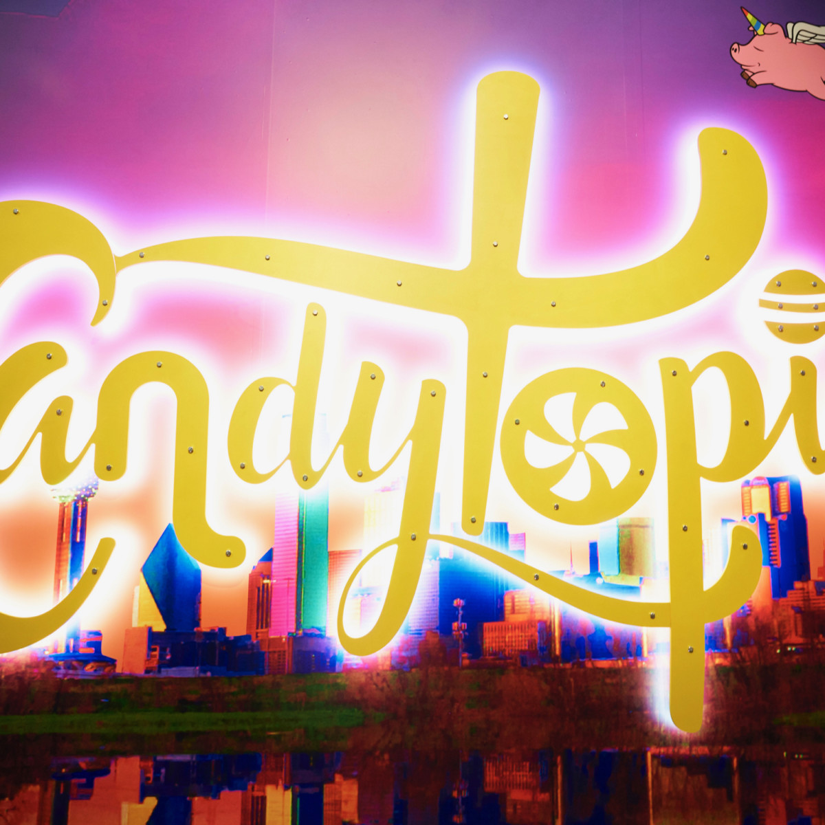 Candytopia Dallas sign