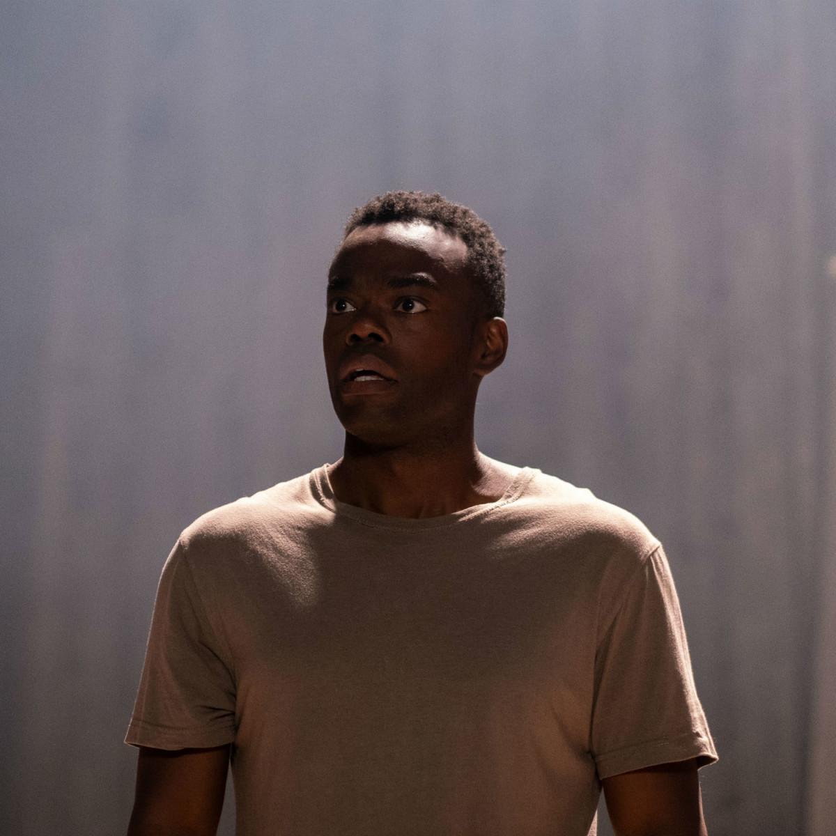 William Jackson Harper in Midsommar