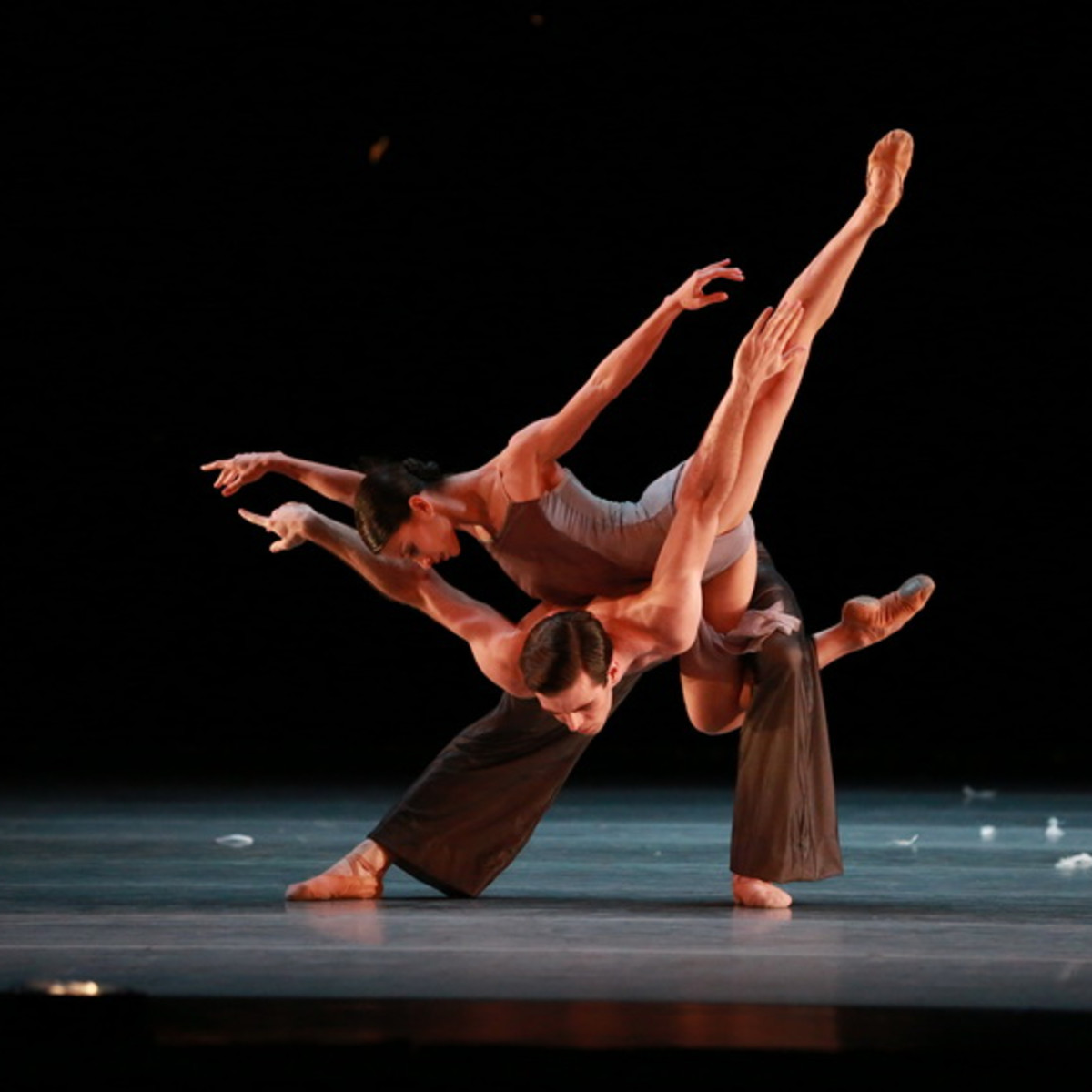 Karina Gonzales and Connor Walsh in Edwaard Liang's Murmuration