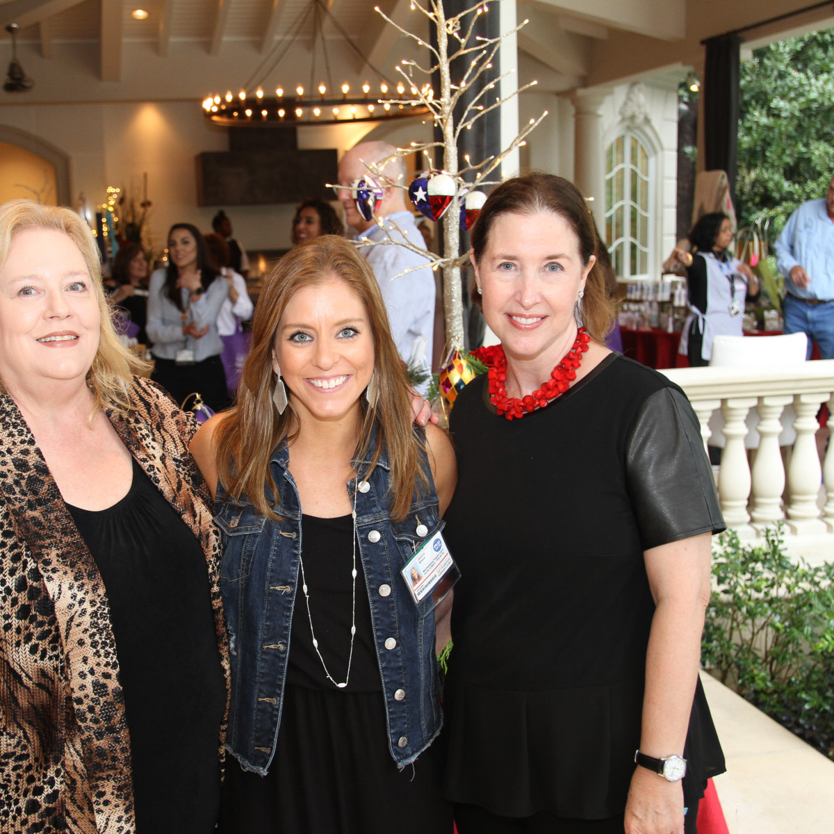 Paige Fertitta Children's Art Project trunk show MD Anderson Children's Art Project's Sue Molin, Jessica Wilson, Sara Longley