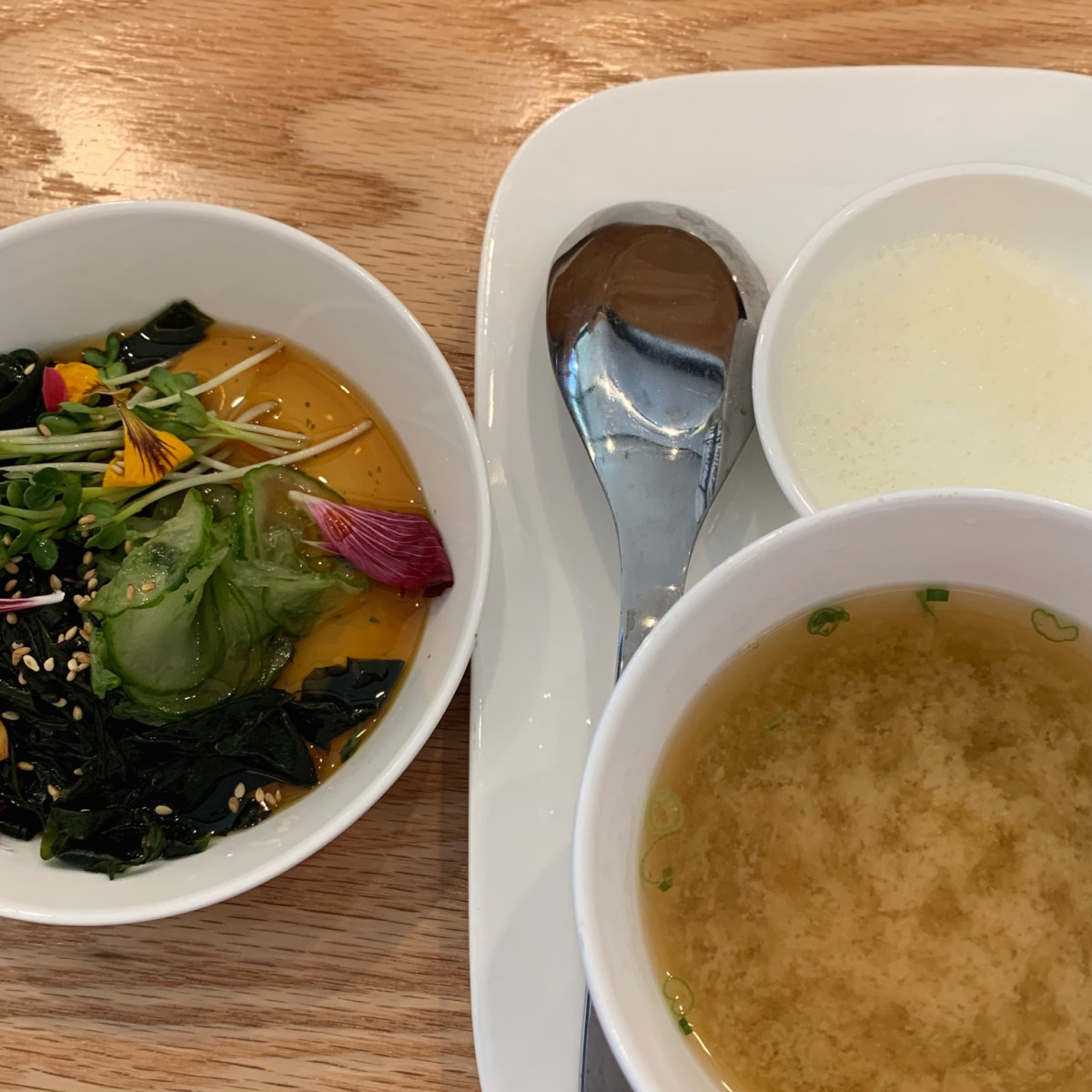 Hando soup and salad
