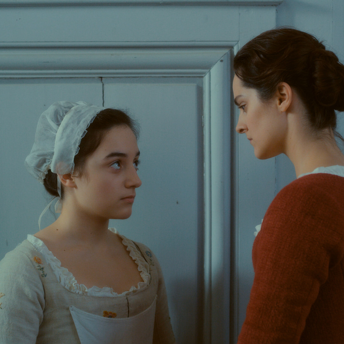 Luàna Bajrami and Noémie Merlant in Portrait of a Lady on Fire