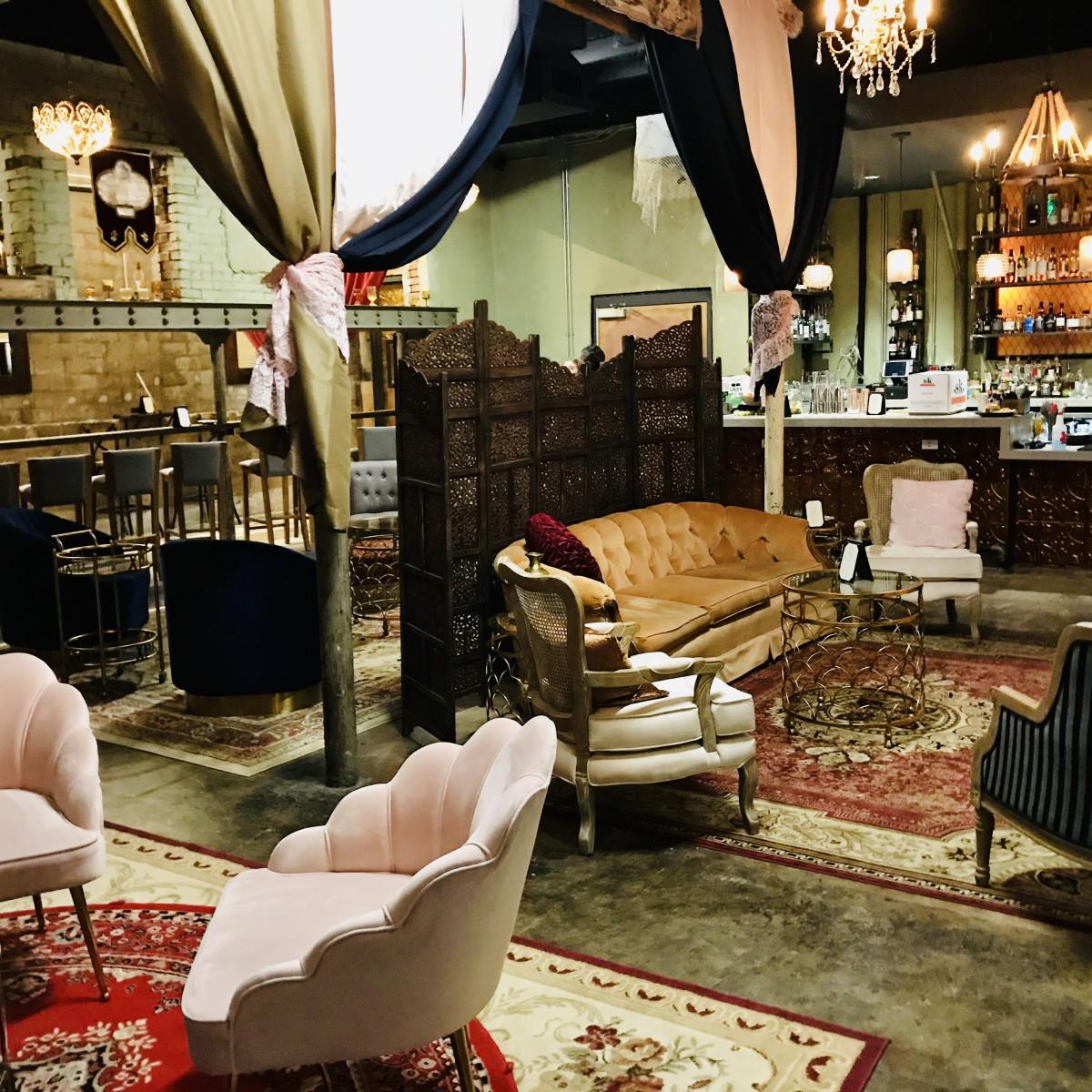 The Amber Room, Wishbone & Flynt