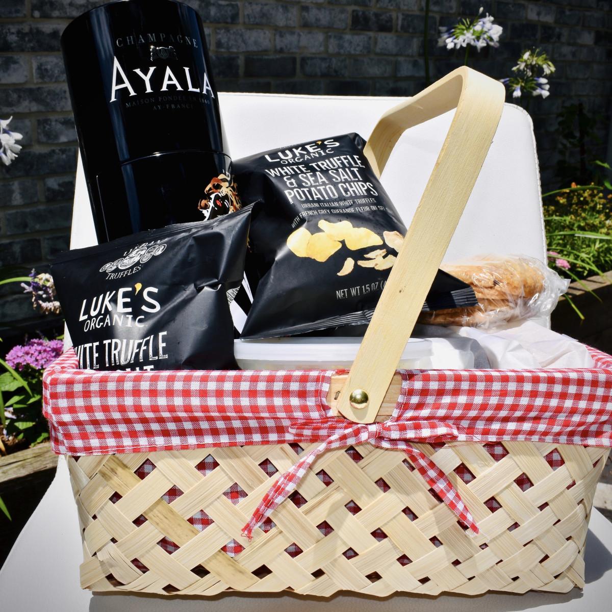 a'Bouzy Memorial Day picnic basket