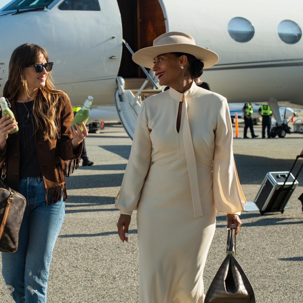 Dakota Johnson and Tracee Ellis Ross in The High Note