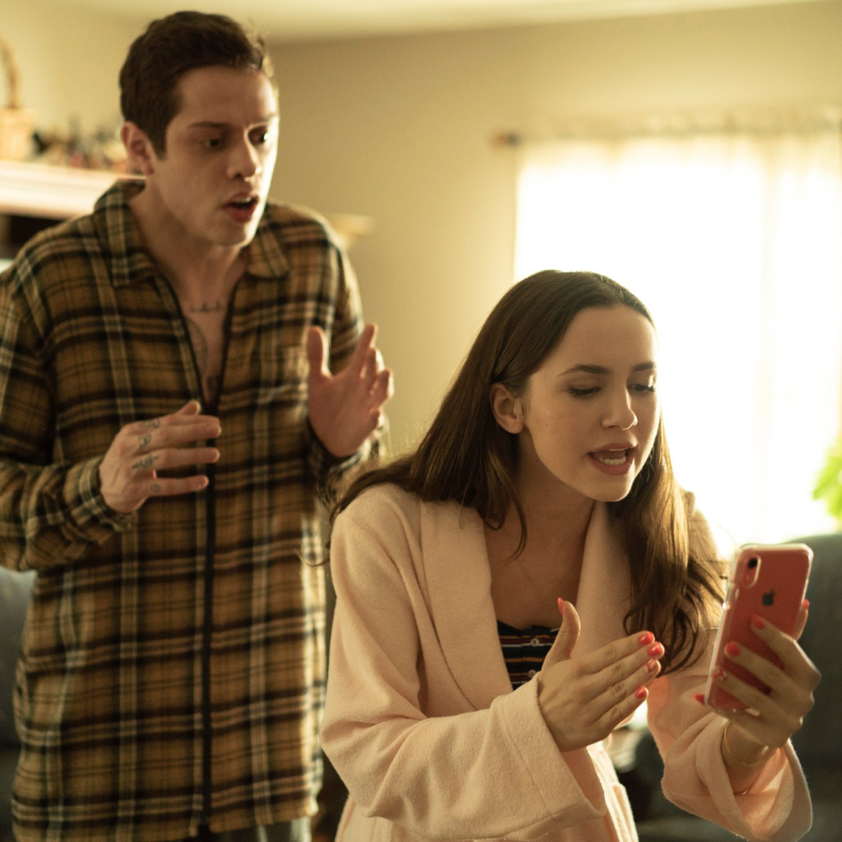 Pete Davidson and Maude Apatow in The King of Staten Island