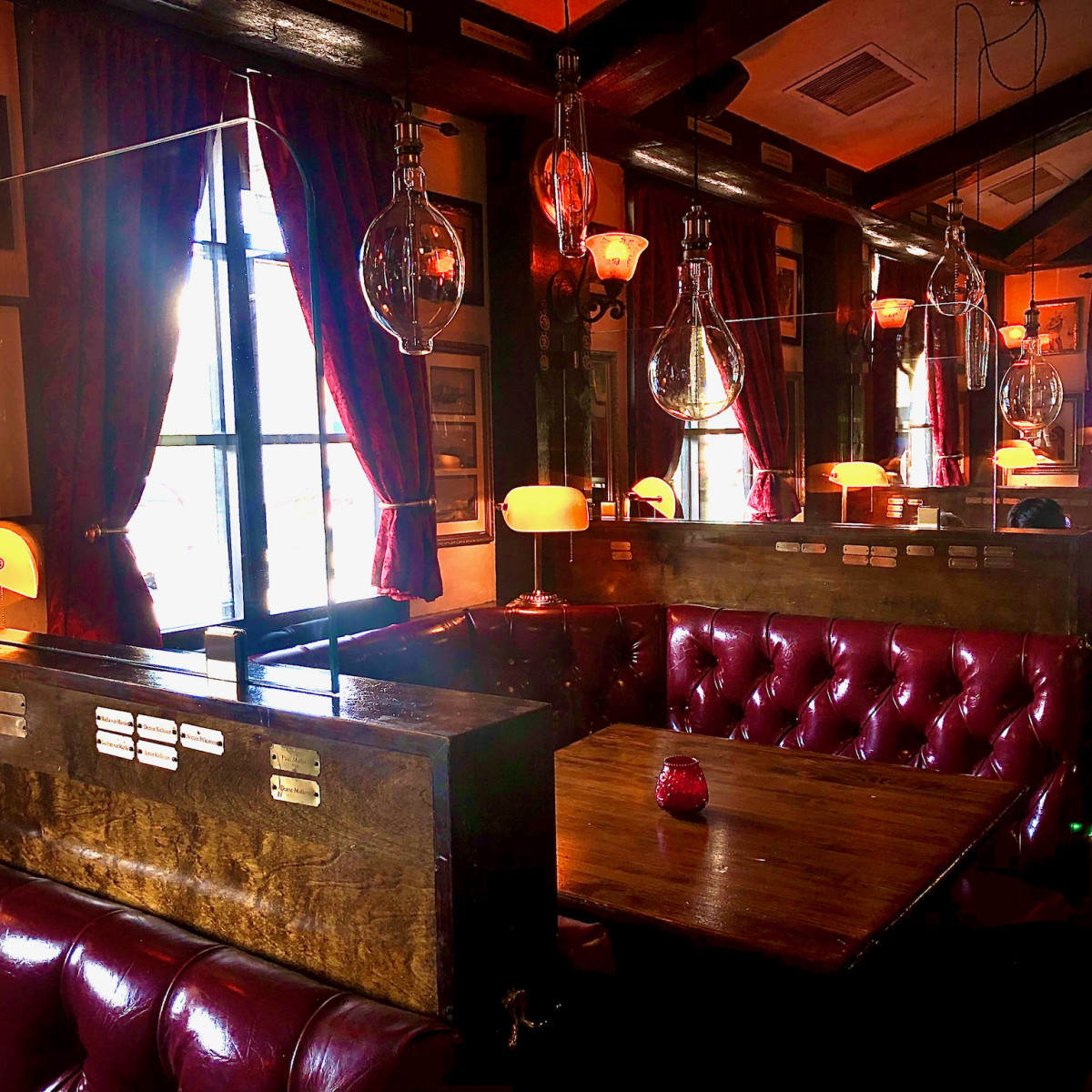 Red Lion Pub booth screens