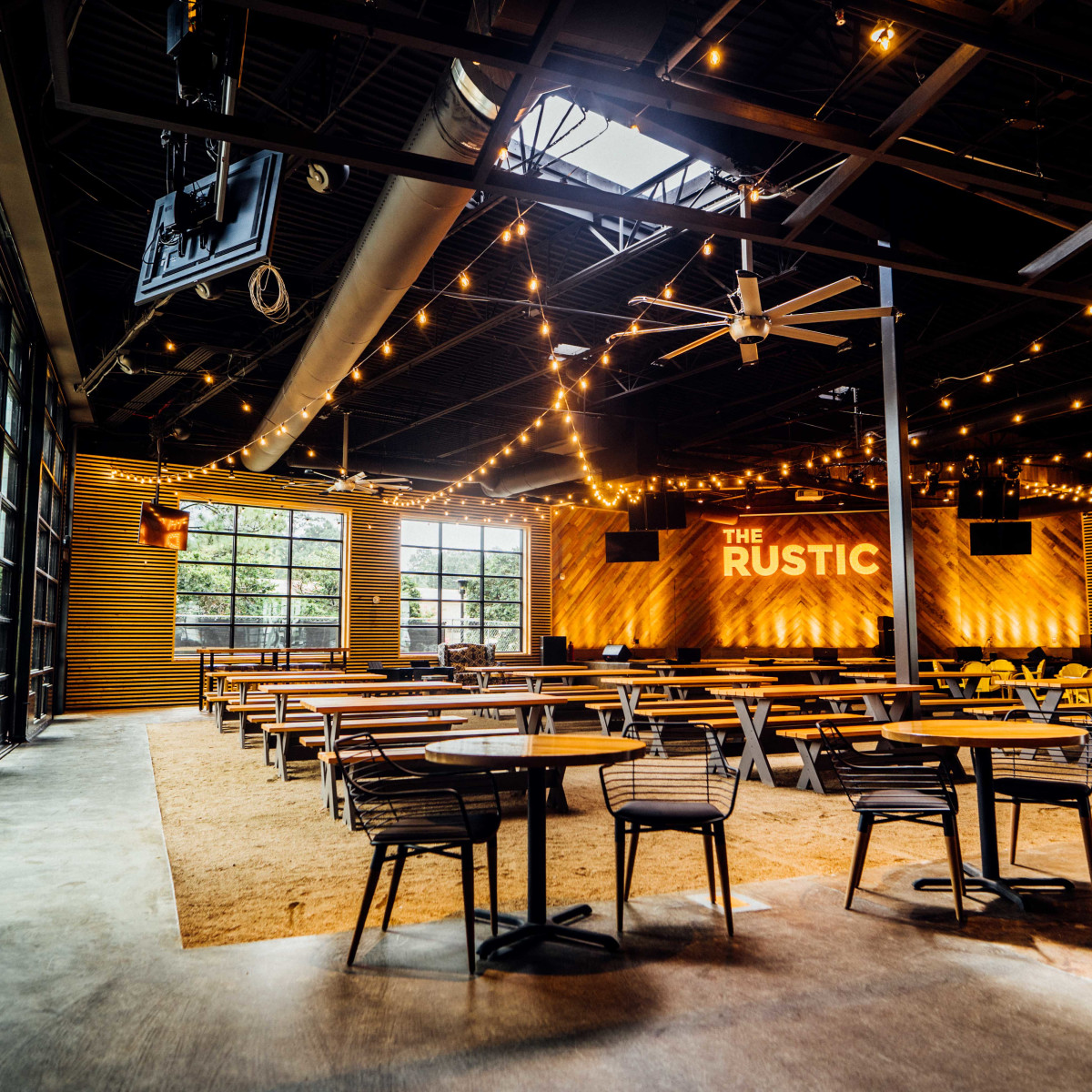 The Rustic Post Oak interior stage