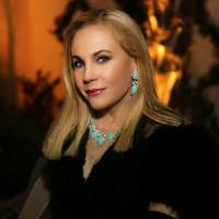 Dr. Carolyn Farb
