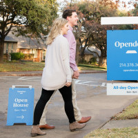 Couple going to an Opendoor open house
