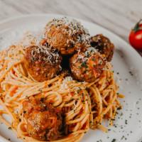 Radunare spaghetti and meatballs