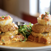 Fried green tomato cake Benedict