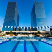 Life Time Greenway Plaza Houston pool