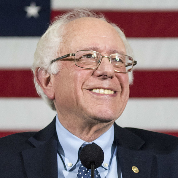 Presidential candidate Bernie Sanders makes Dallas his Valentine date