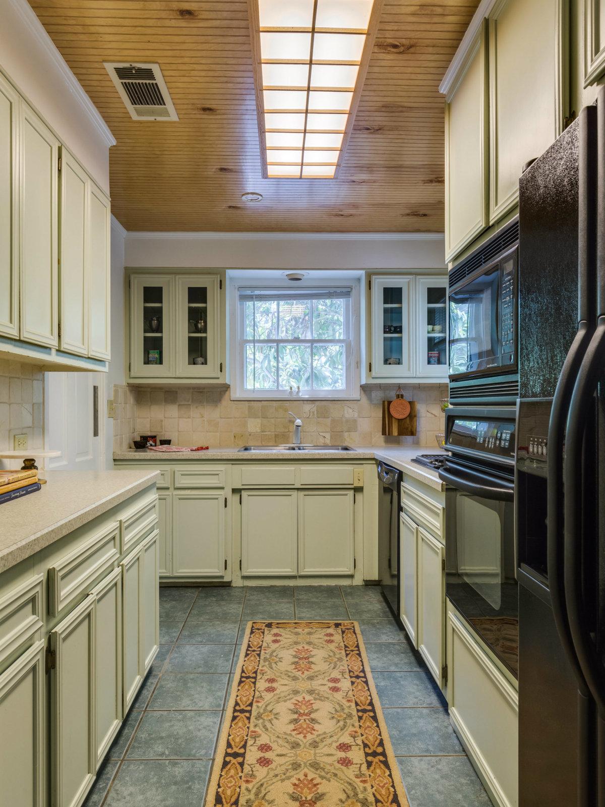 16 Ledge Ln San Antonio house for sale kitchen