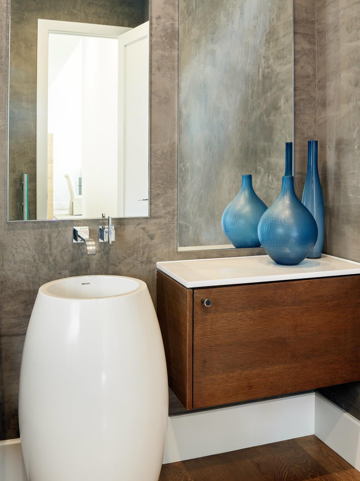 Guest bath at 5746 Greenbriar in Dallas