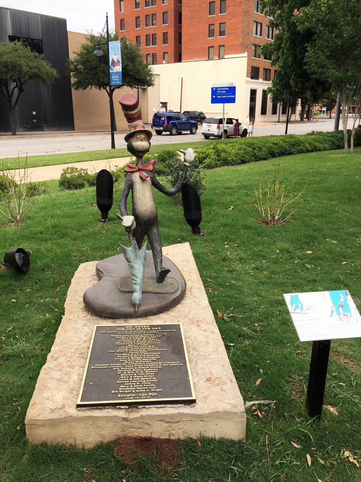 Storybook sculptures, abilene, Texas, Cat in the Hat, Dr Seuss