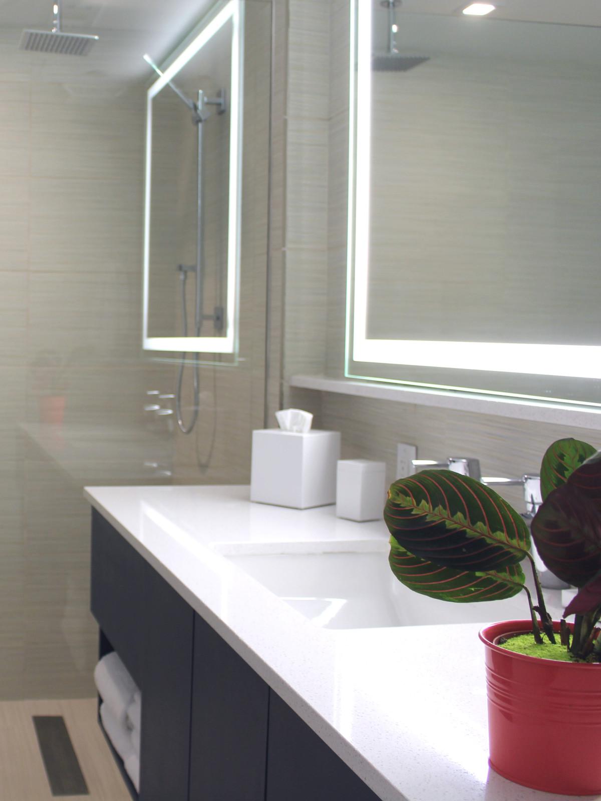 Hotel Eleven 11th Street Austin 2016 guest bedroom bathroom