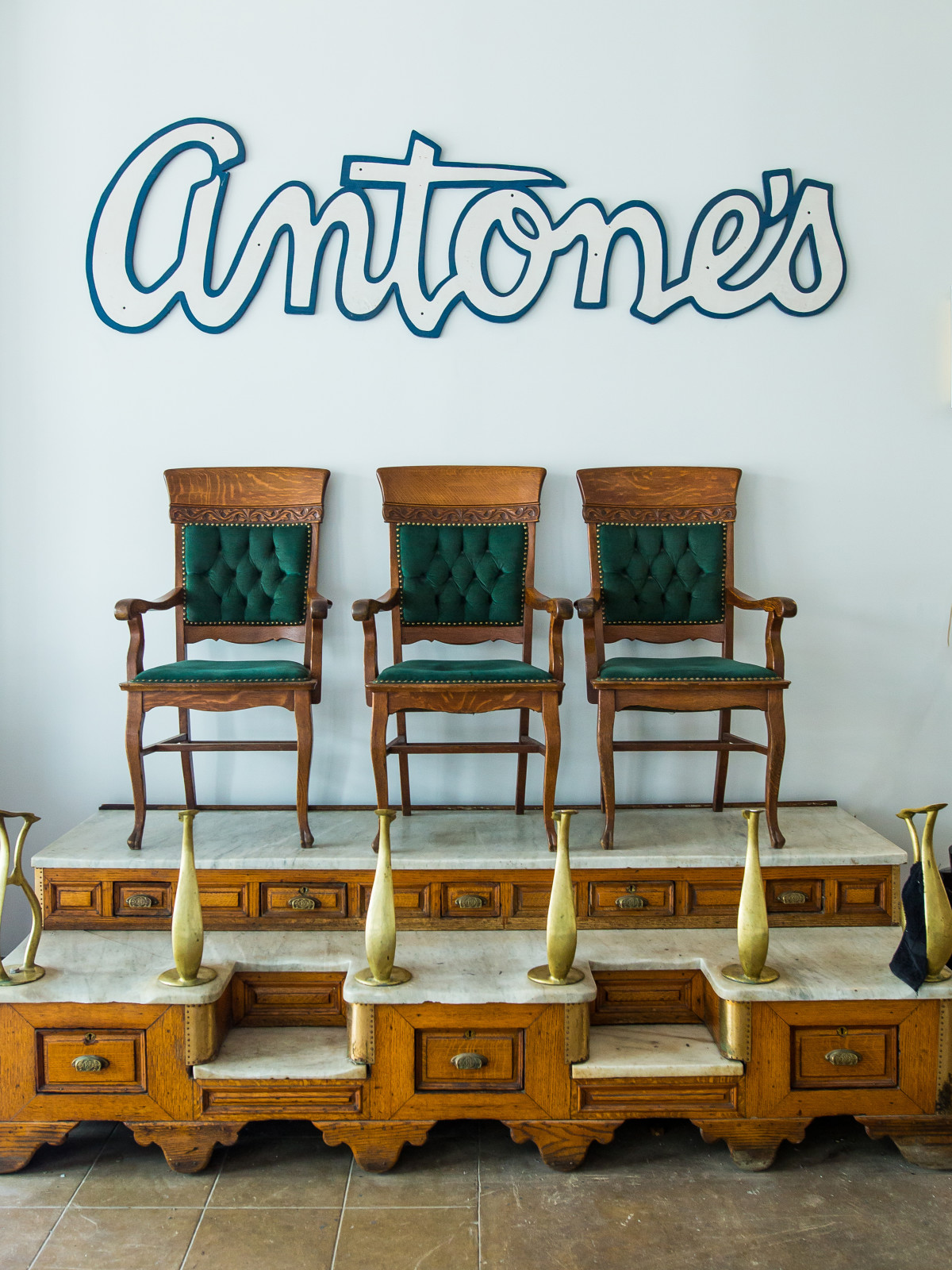 Antone's downtown venue Fifth Street 2016 logo shoe shining station chairs