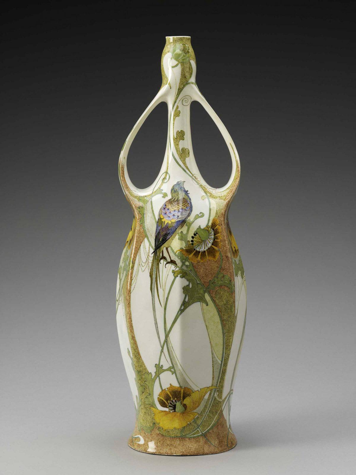 News_Leslie_Circa 1900_Rozenburg_Vase