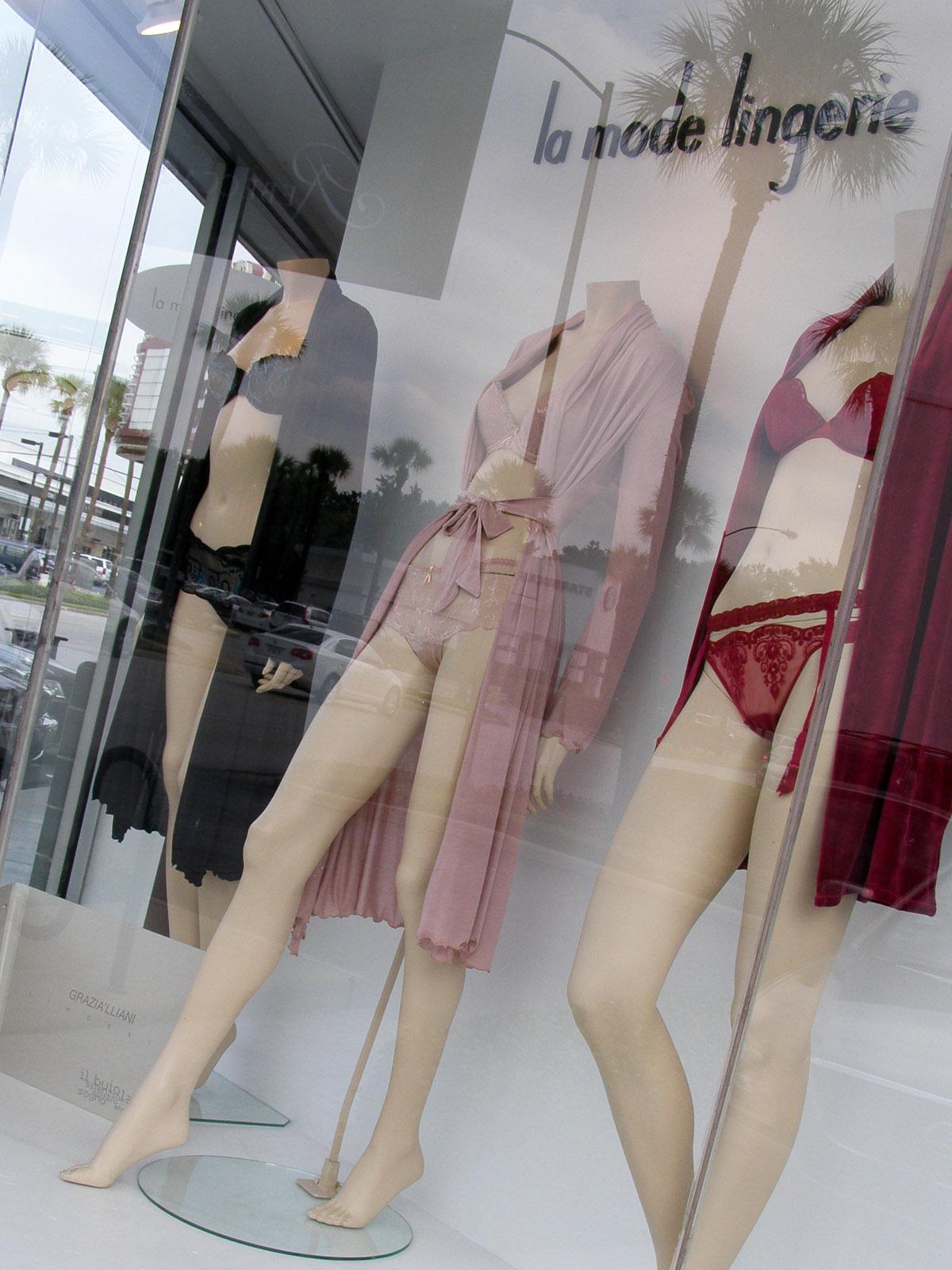 Places-Shopping-La Mode Lingerie