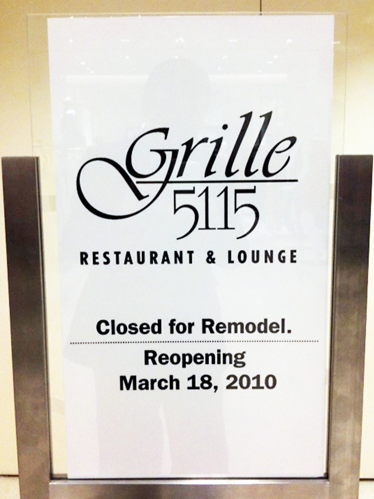 Grille 5115 Closed Sign