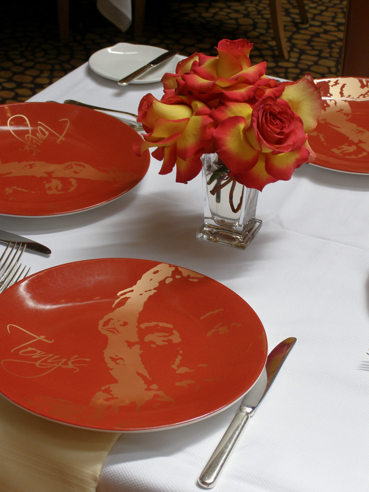 News_Tony's_restaurant_table setting