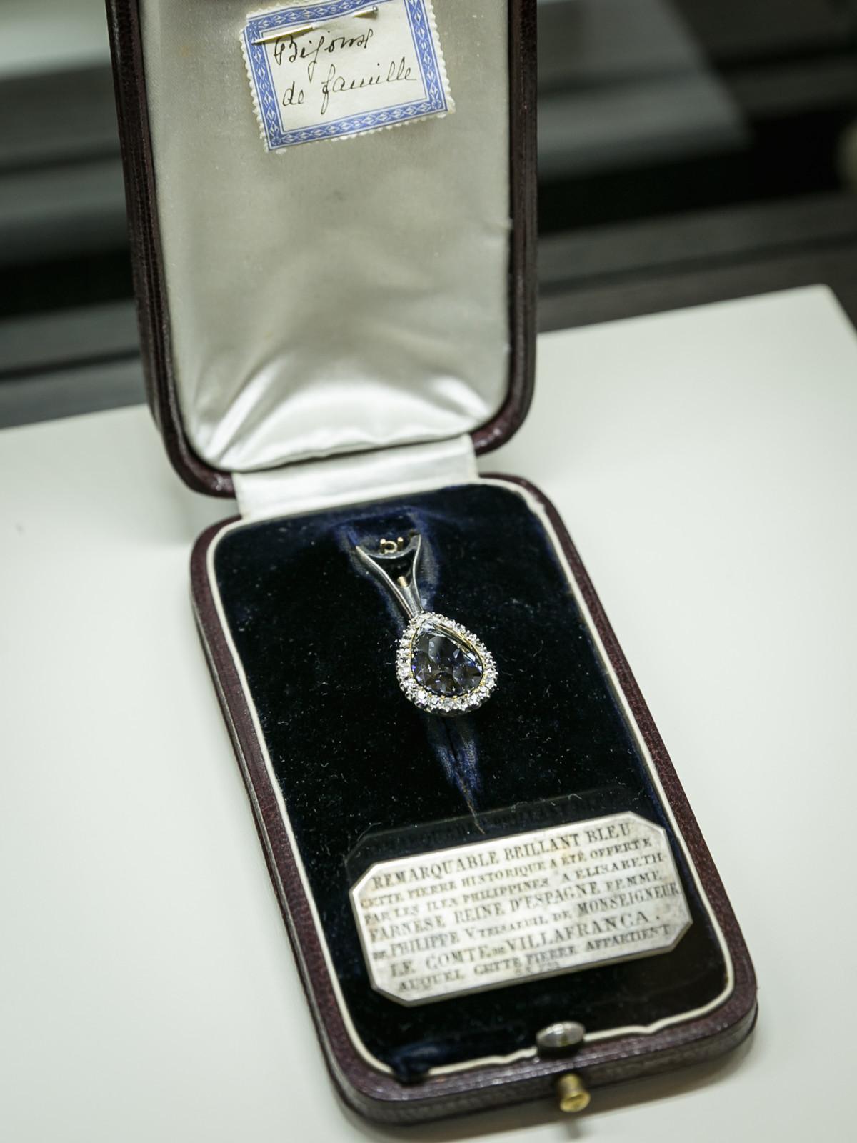 Valobra grand opening party blue farnese diamond