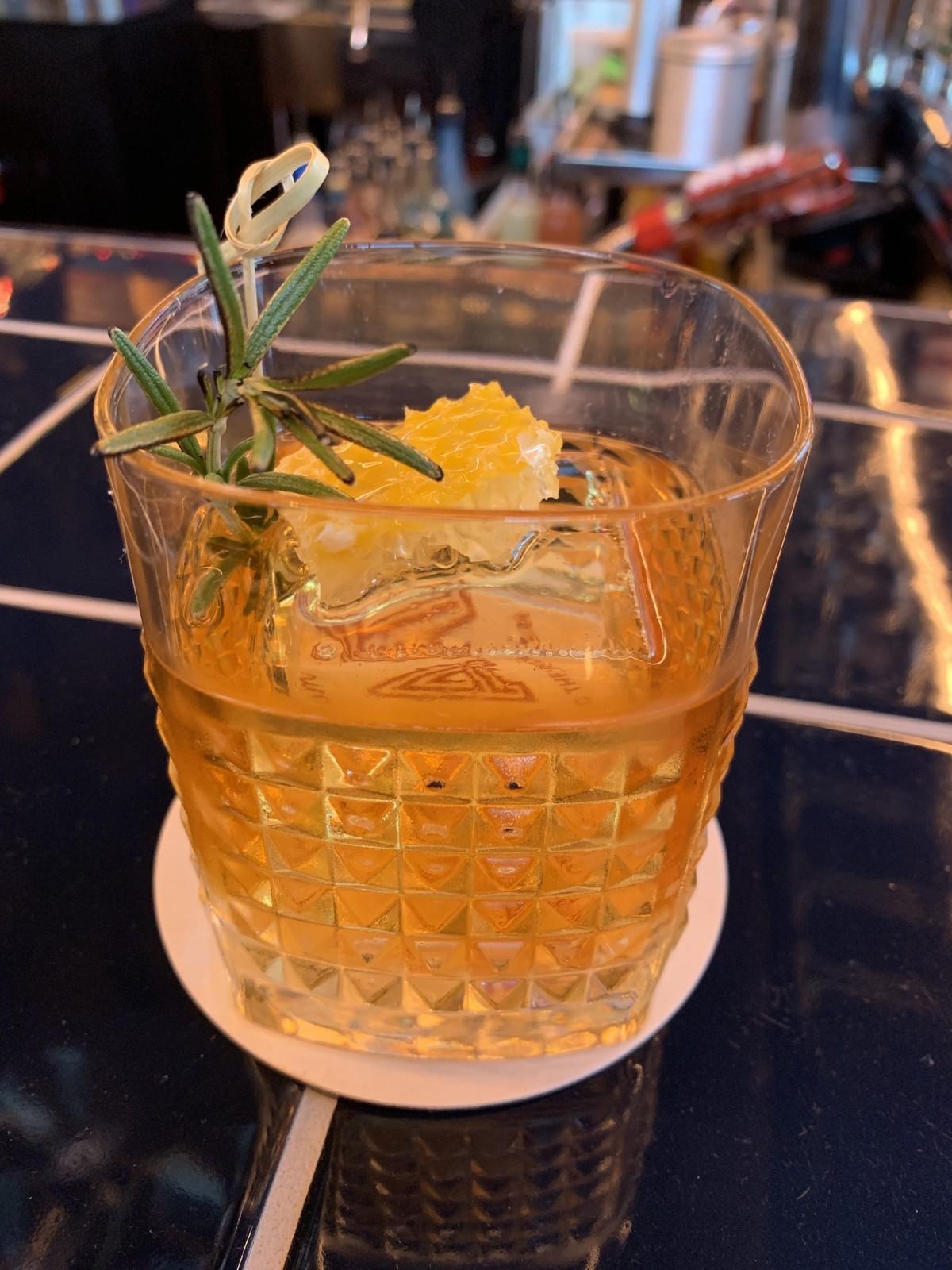 MAD pijo de miel cocktail