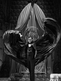 Alley Theatre presents <i>Dracula, the Original Vampire Play</i>
