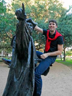 News-Columnist-Steven Thomson-on statue