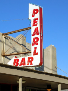 News_Caroline_best patios_Pearl Bar