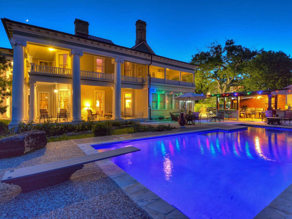 415 French Pl San Antonio house for sale backyard
