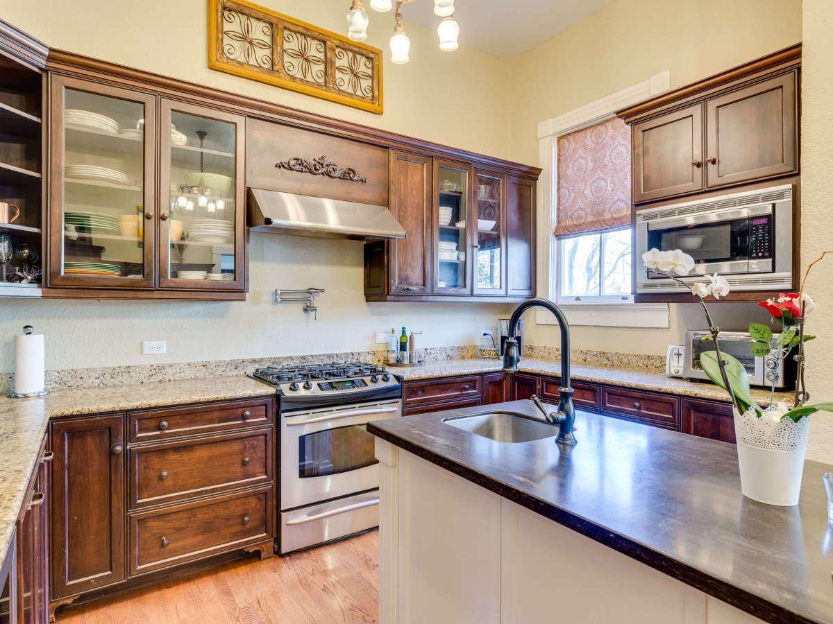 415 French Pl San Antonio house for sale kitchen