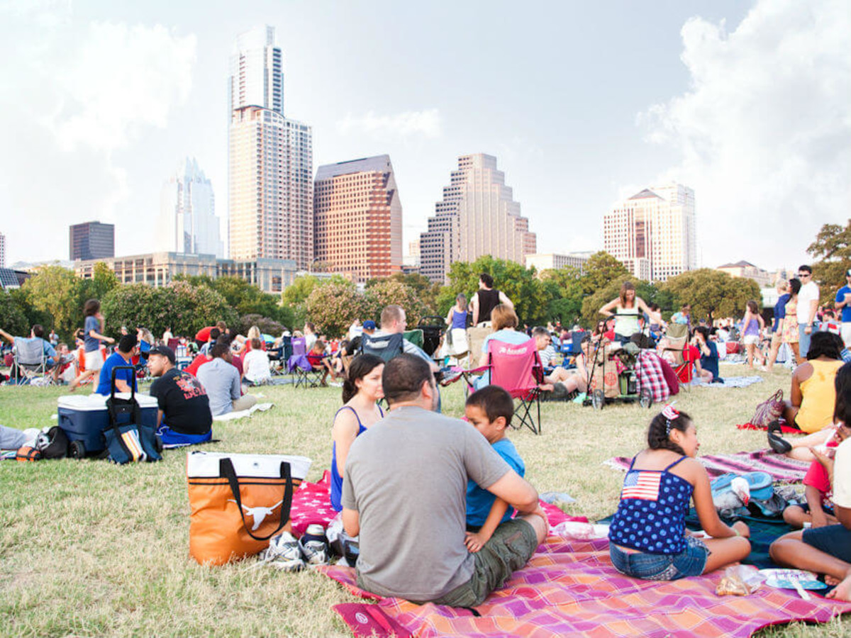 Auditorium shores Austin skyline