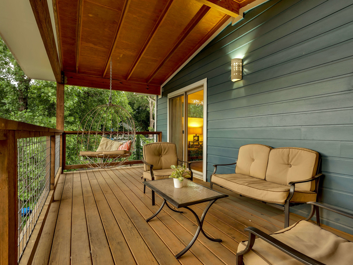 East Austin house home 1131 Poquito Street 78702 patio second floor
