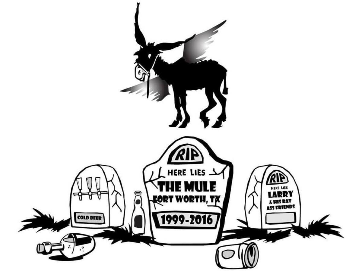 Mule Pub in Fort Worth closing sign