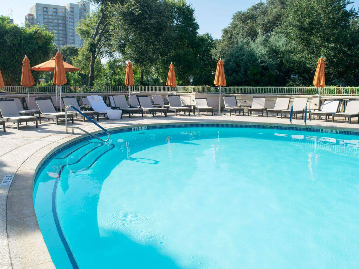 Four Seasons Hotel Austin pool downtown