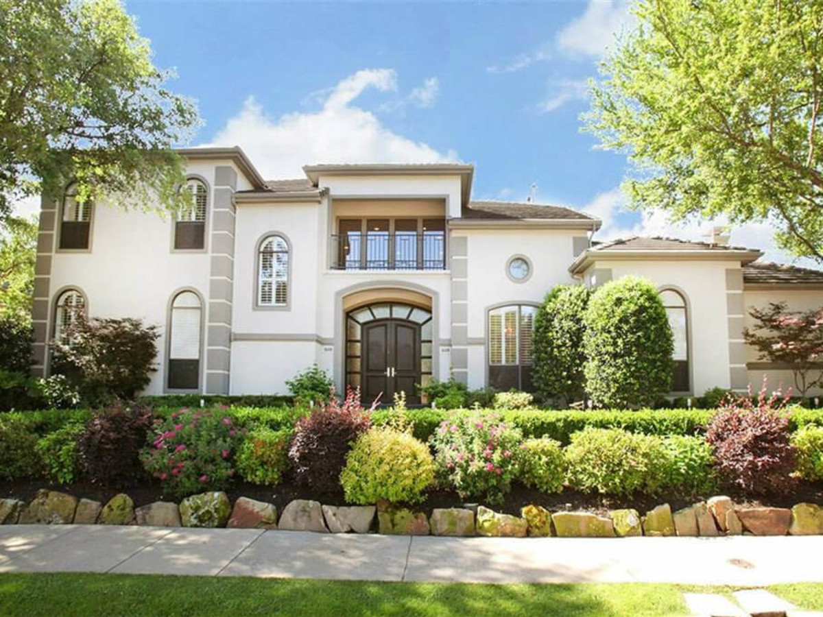 1608 Dowling Dr. in Irving